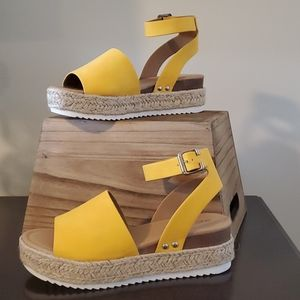 Yellow platform espadrille sandals Sz9